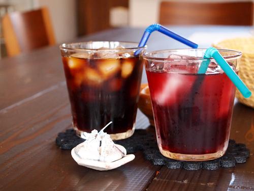 カフェ小春日和 アイスコーヒーとぶどう果汁