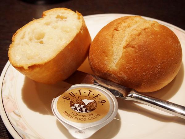 THE BENJARONG ランチのパン