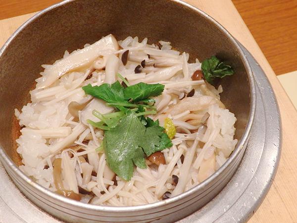 多ぬき 小釜飯(きのこ)