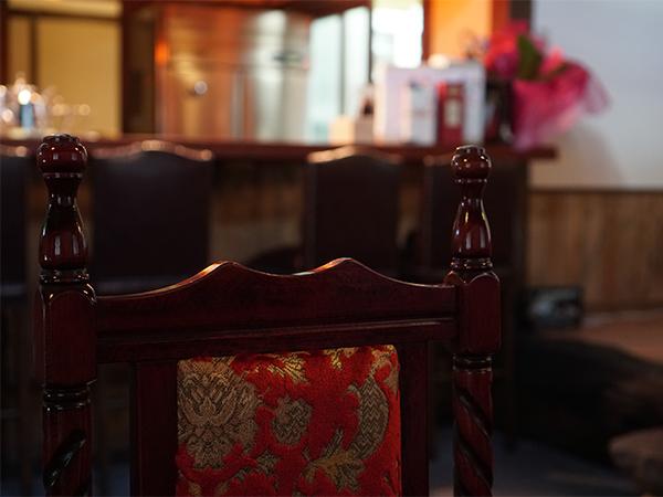 ラウンジ紅寿 ノスタルジックな椅子