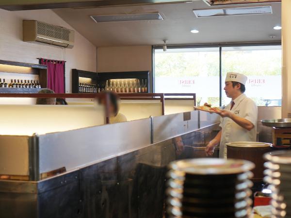 江戸前回転寿司 えびす 店内