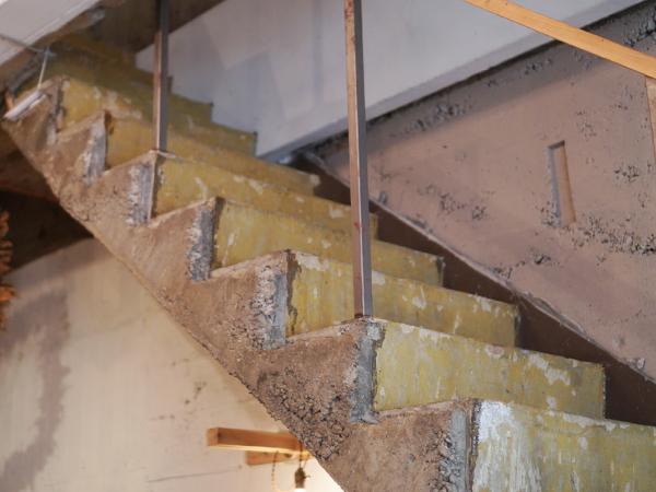 サンデイズフード 階段の先には