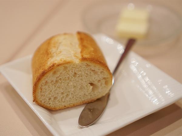 スティルドゥ・ヤナギ ディナーコース パン