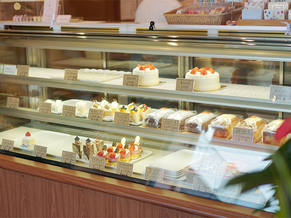 フランス菓子の店 巴里 ショーケース