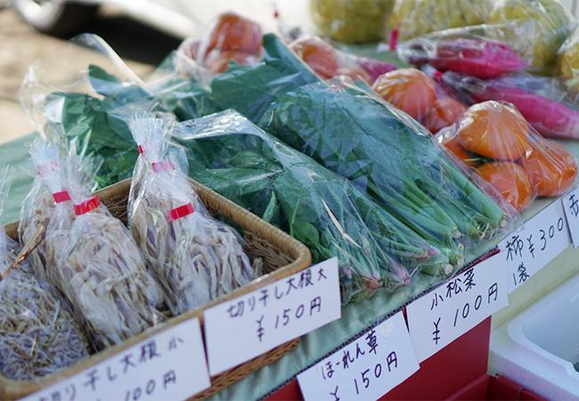 ふえふきマルシェ 御坂の湯前広場 ハンドメイド雑貨と野菜販売店
