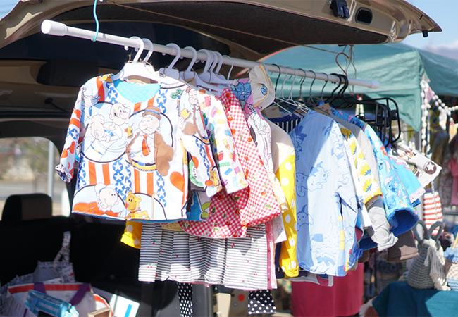 ふえふきマルシェ 御坂の湯前広場 子ども服のお店