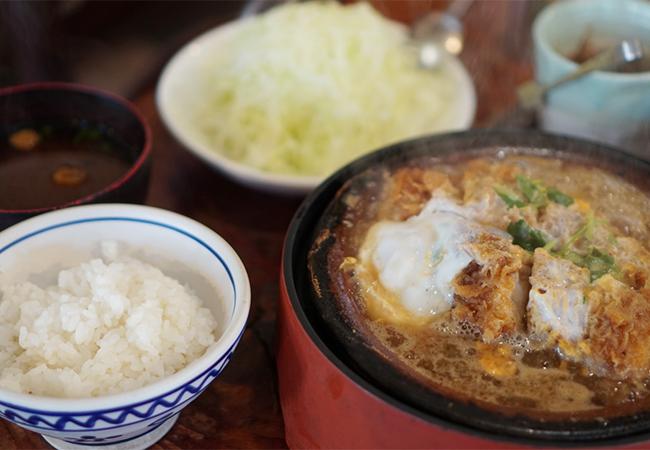 甲州直治朗 店内 別盛りかつ鍋定食