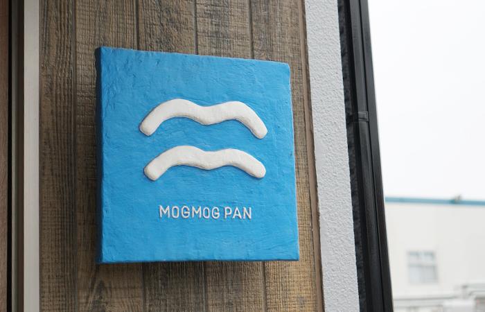 MOG MOG PAN サイン